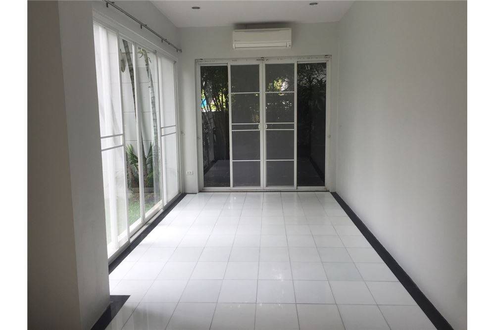 RE/MAX Executive Homes Agency's Townhouse For Rent 3Bedroom, Thonglor,Sukhumvit 49 4