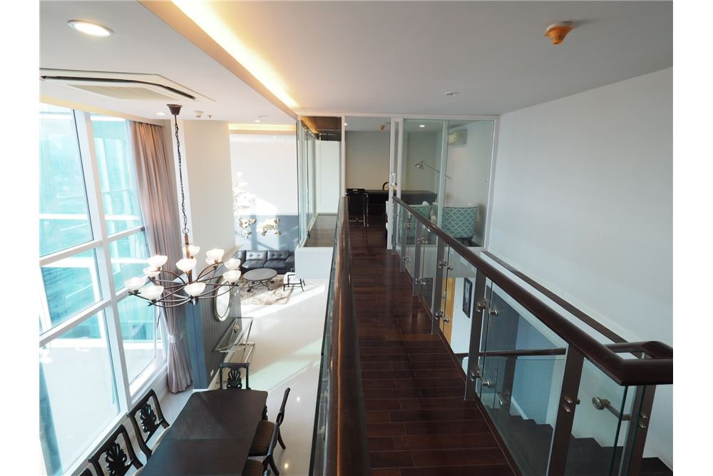 RE/MAX Executive Homes Agency's Stunning 4 Bedroom Duplex for Rent Circle Condo 8