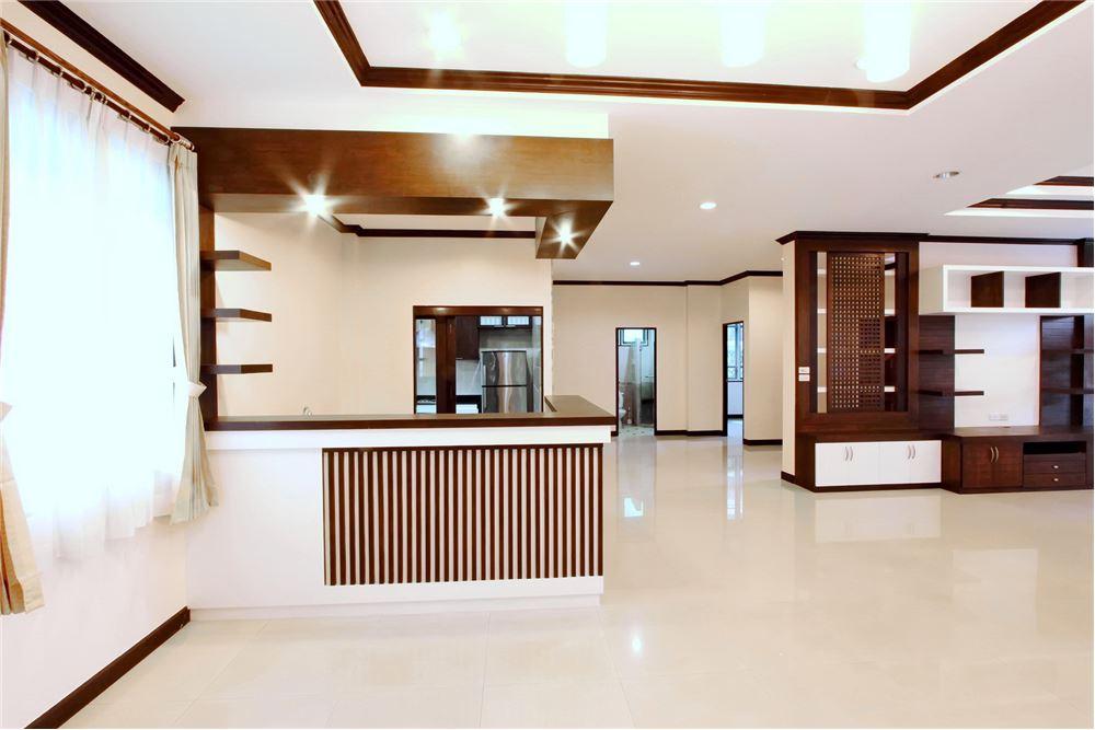 RE/MAX Executive Homes Agency's 4 bedroom house for rent near BTS Ekkamai 3