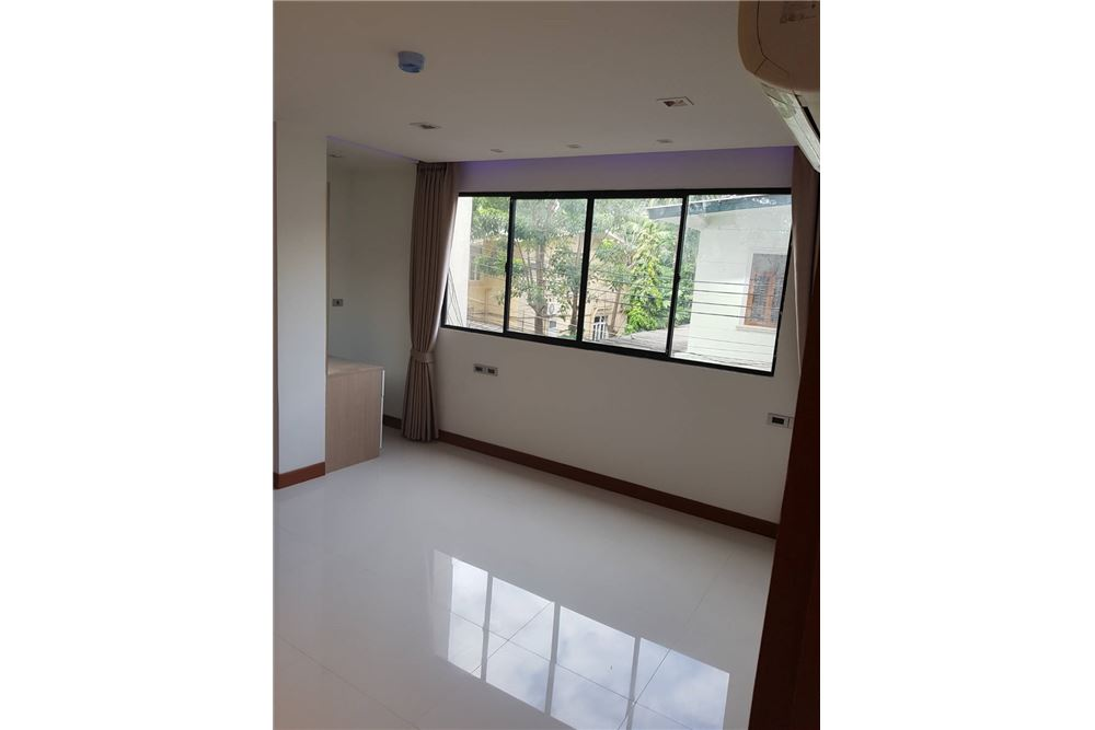 RE/MAX Executive Homes Agency's Low rise Apartment 3 Bedrooms Near BTS Asoke 7