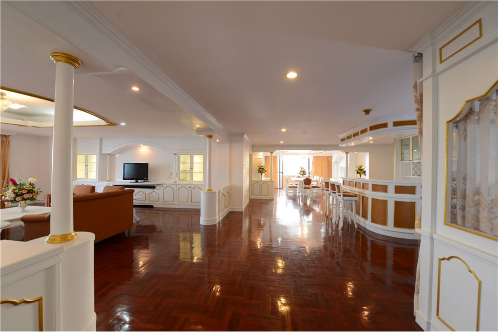 RE/MAX Executive Homes Agency's Condominium for rent - Ekkamai 12 12