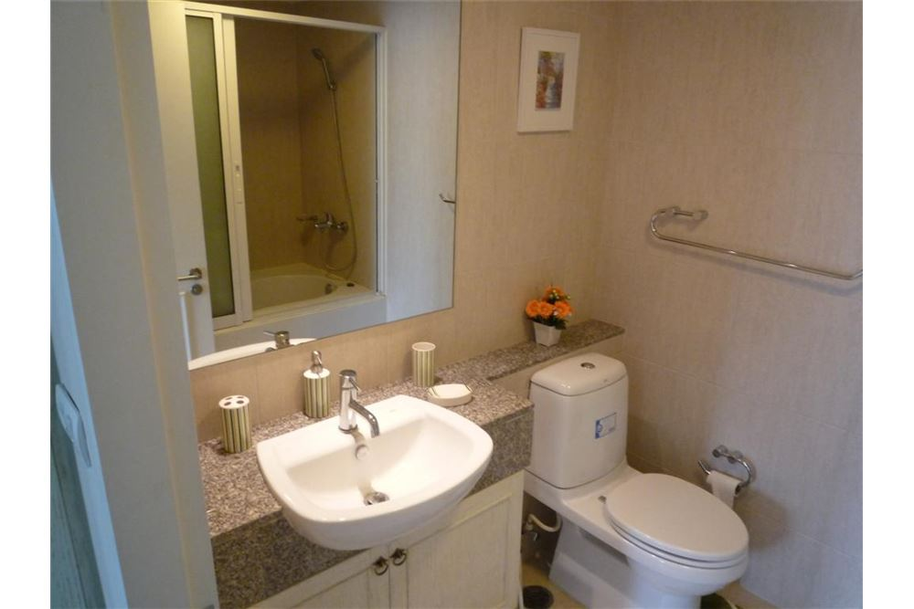 RE/MAX Executive Homes Agency's NICE 1 BEDROOM FOR RENT THE CLOVER, @ THONG-LOR 8