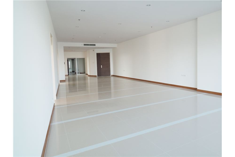 RE/MAX Properties Agency's awesome penthouse Supalai Prima Riva 11