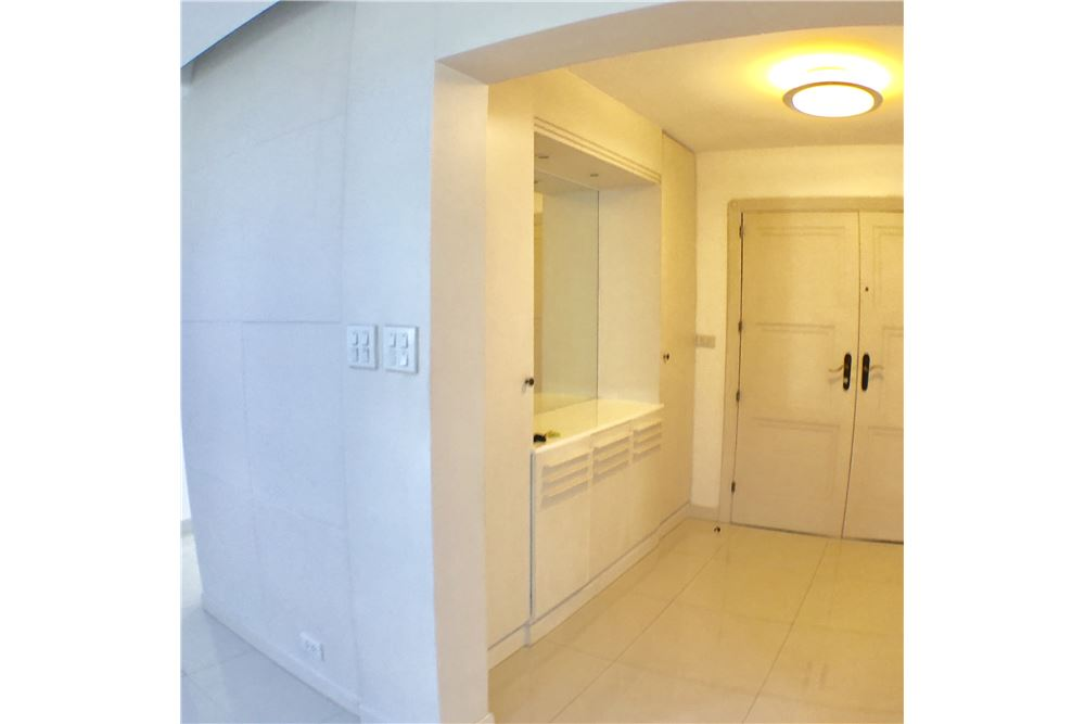 RE/MAX Executive Homes Agency's Condominium Sukhumvit soi 24 New Room !!! 18