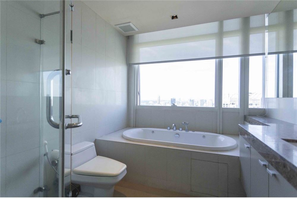 RE/MAX Properties Agency's RENT Athenee Residence 2BED 133SQM. 15
