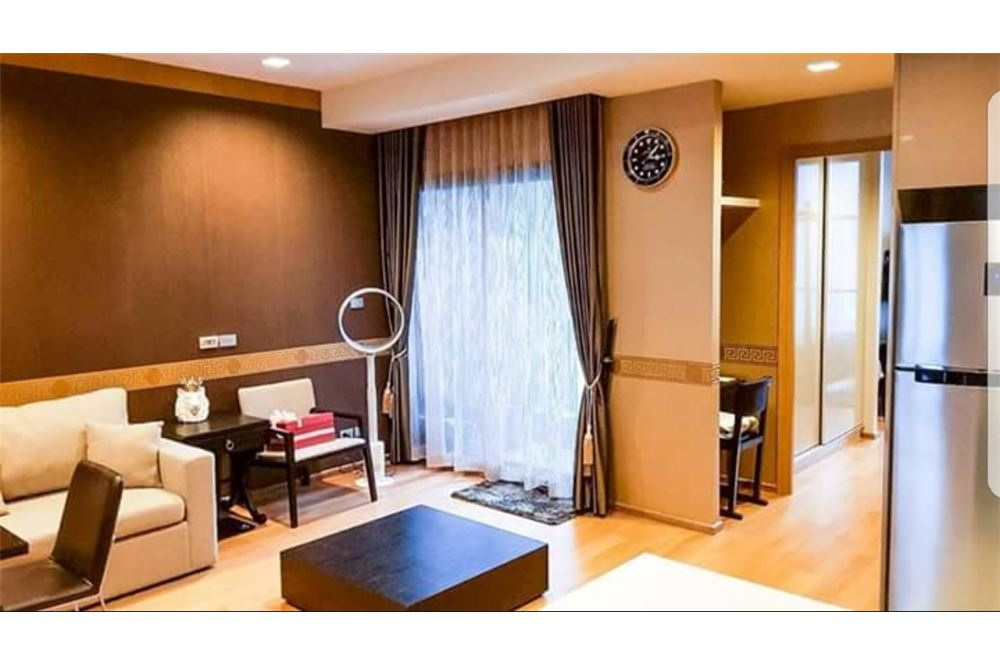 RE/MAX Executive Homes Agency's Spacious 1 Bedroom for Sale Hyde 13 5