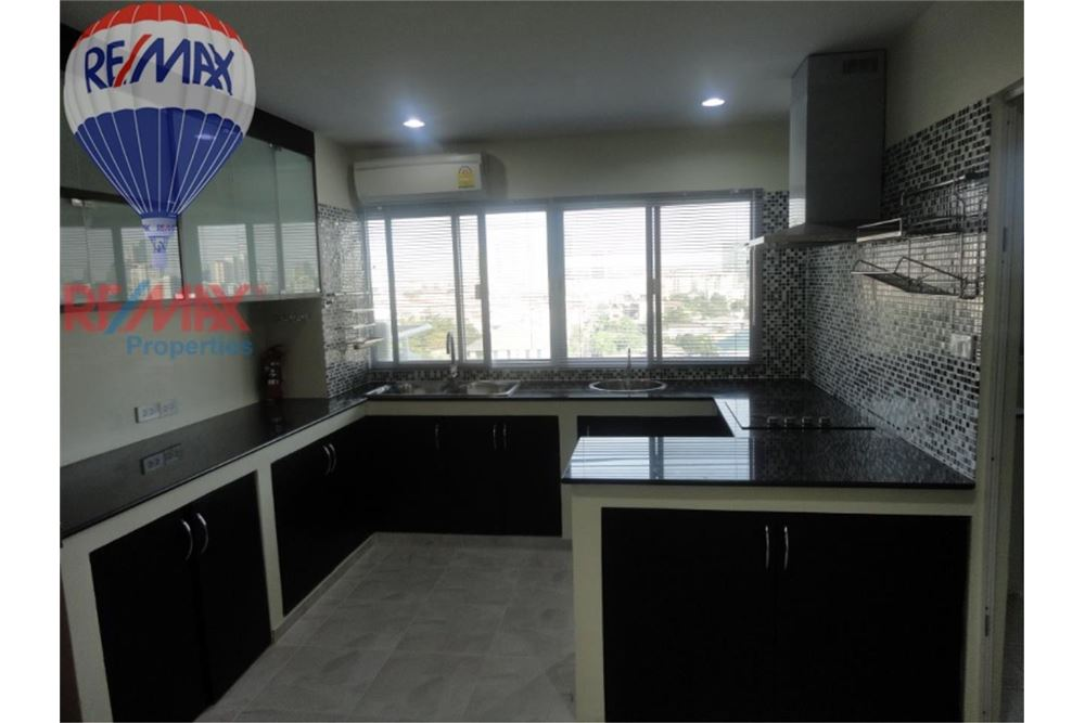 RE/MAX Properties Agency's FOR SALE  REGENT ON THE PARK 3  3BED 231SQM 2