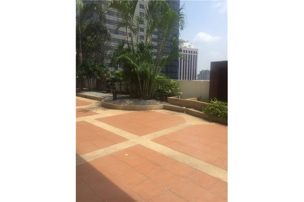 RE/MAX Executive Homes Agency's Spacious 4 Bedroom for Rent near BTS Phromphong 4
