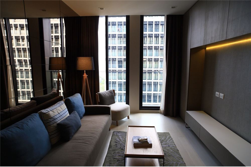 RE/MAX Executive Homes Agency's Spacious 1 Bedroom for Sale Noble Phloenchit 1