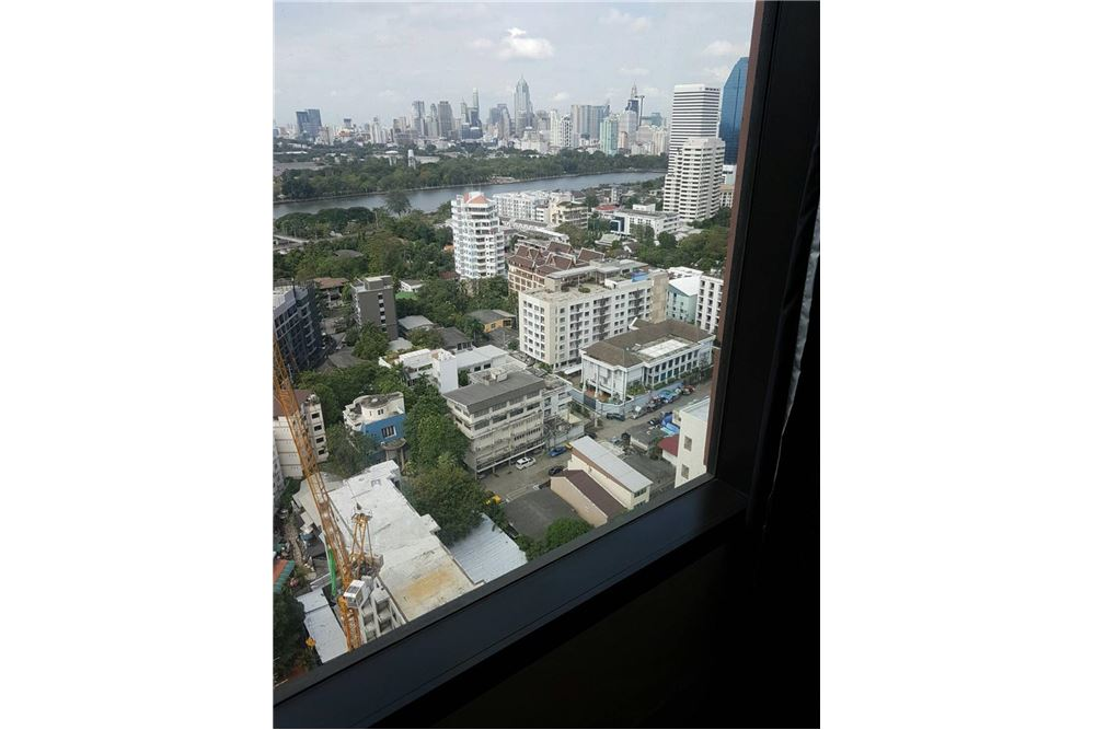 RE/MAX Properties Agency's Aguston Sukhumvit 22 - condo units for rent 1