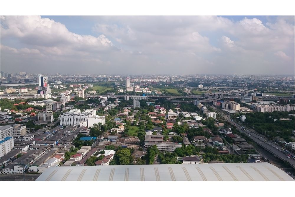 RE/MAX Executive Homes Agency's Supalai Park Ekkamai-Thonglor 5