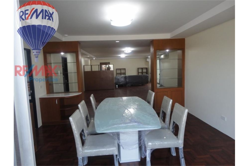 RE/MAX Properties Agency's FOR SALE  REGENT ON THE PARK 3  3BED 231SQM 1