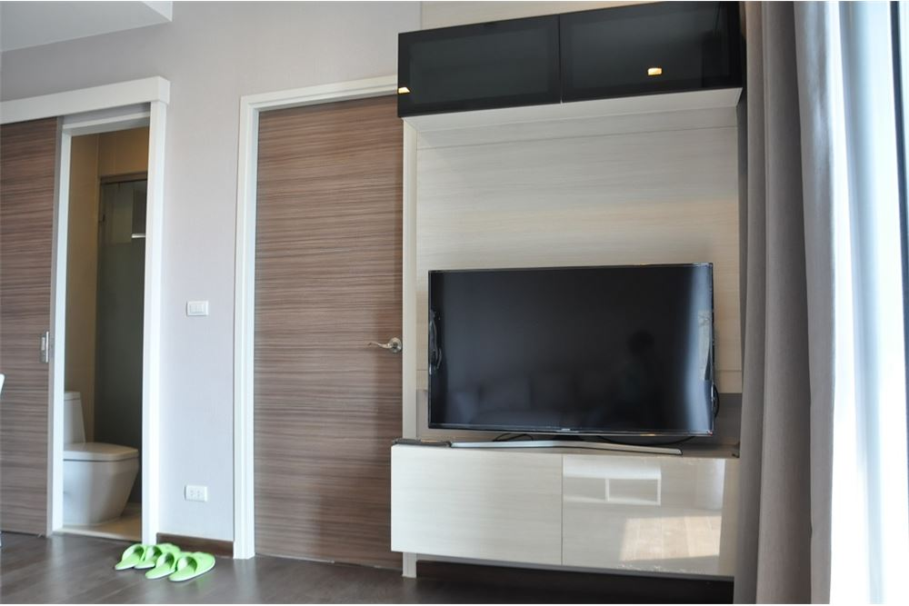 RE/MAX Executive Homes Agency's Nice 1 Bedroom for Rent Q Asoke 2