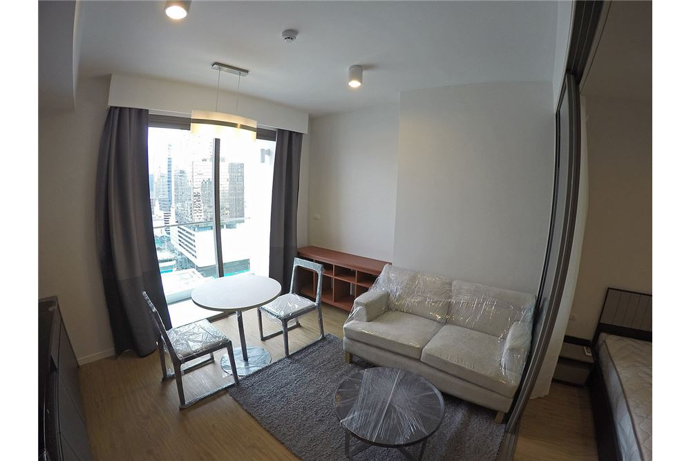 RE/MAX Properties Agency's for rent Siamese Surawong 1bedroom 1