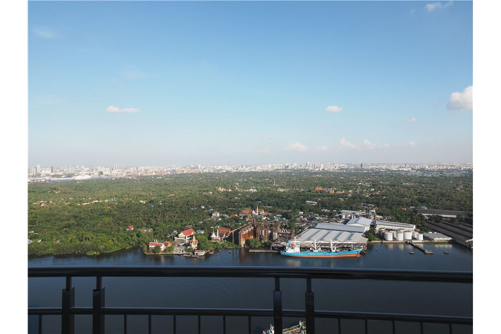 RE/MAX Properties Agency's awesome penthouse Supalai Prima Riva 4