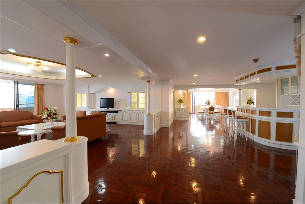 RE/MAX Executive Homes Agency's Condominium for rent - Ekkamai 12 14
