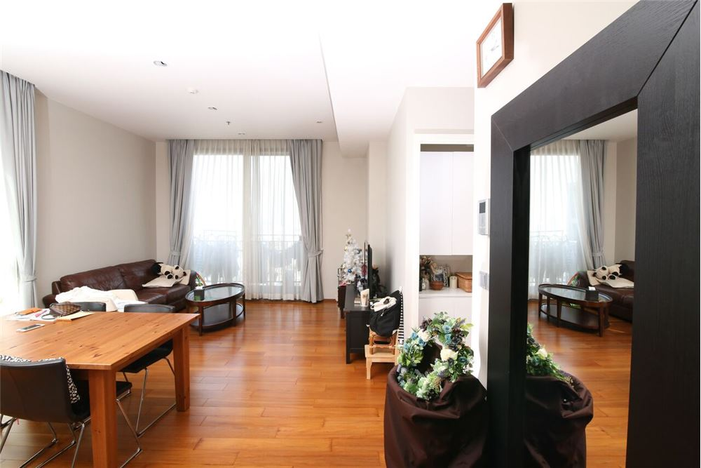 RE/MAX Executive Homes Agency's Spacious 2 Bedroom for Sale with Quattro Thonglor 5