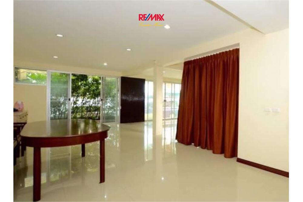 RE/MAX Executive Homes Agency's Nice 2 Bedroom House for Sale near BTS Ekamai 1