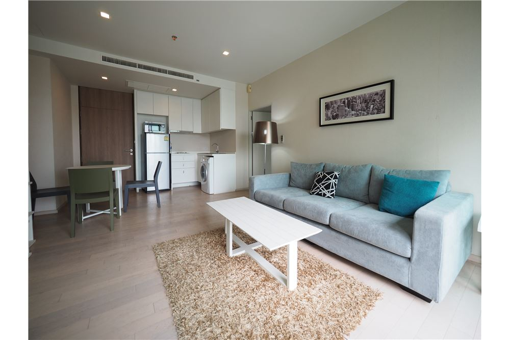 RE/MAX Executive Homes Agency's Spacious 2 Bedroom for Rent Noble SoLo 1