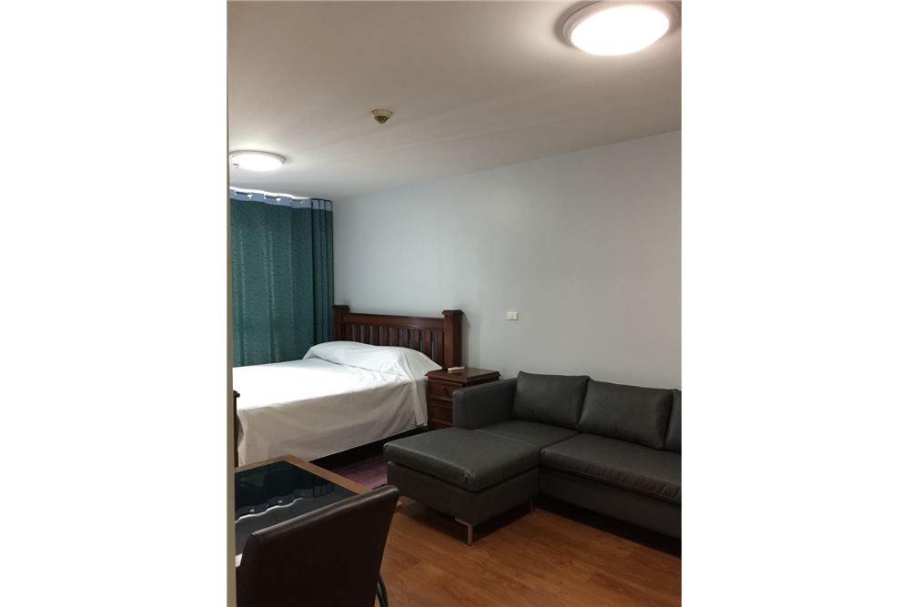 RE/MAX Executive Homes Agency's Nice Studio type Bedroom for Rent Condo One X 6