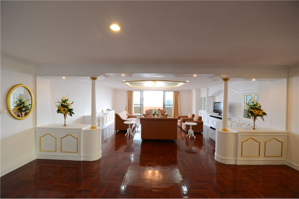 RE/MAX Executive Homes Agency's Condominium for rent - Ekkamai 12 5
