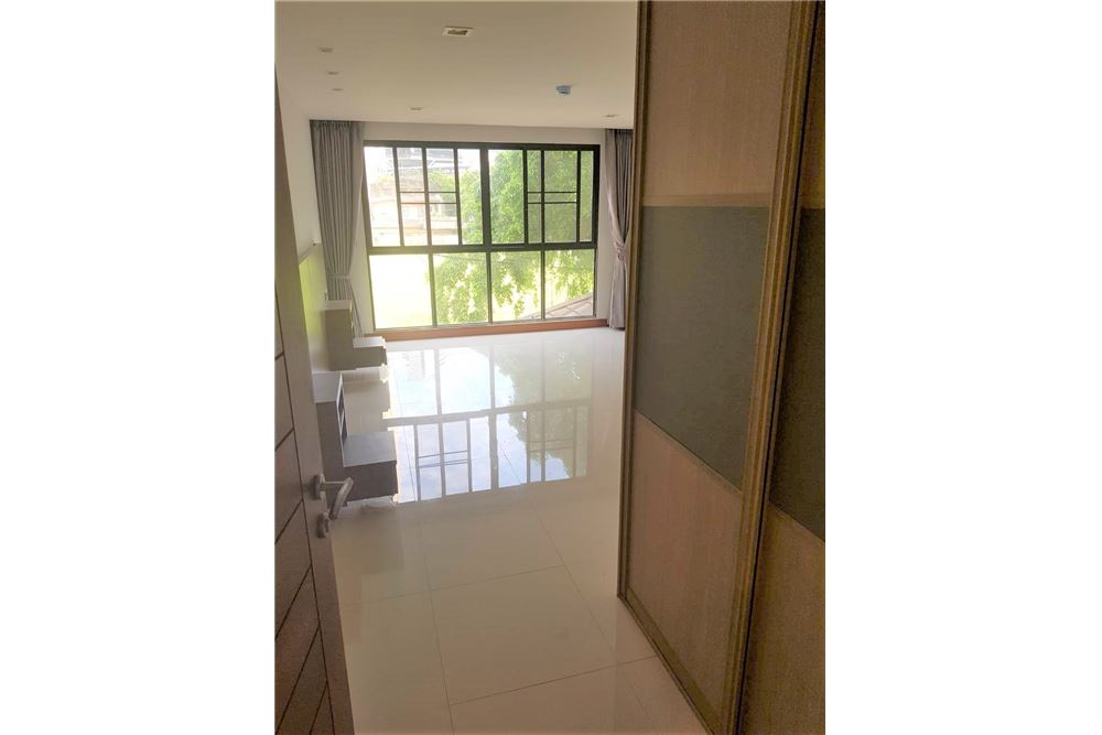 RE/MAX Executive Homes Agency's Low rise Apartment 3 Bedrooms Near BTS Asoke 4