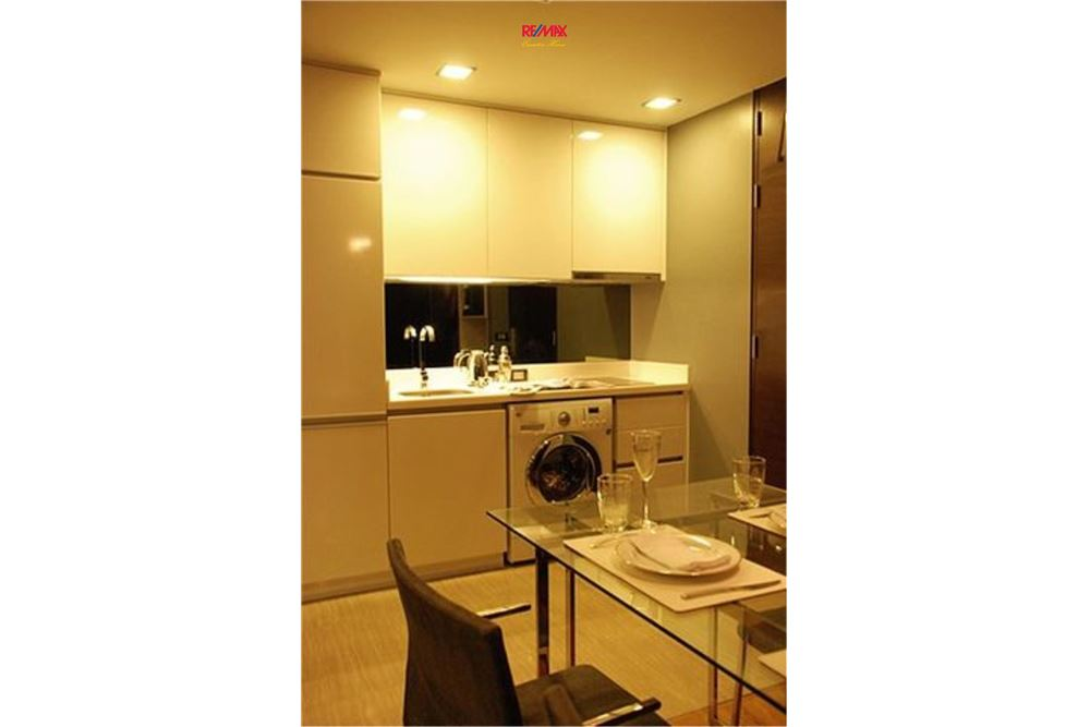 RE/MAX Executive Homes Agency's SPACIOUS 2 BEDROOM FOR SALE QUAD SILOM 2