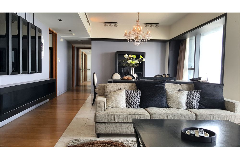 RE/MAX Executive Homes Agency's Spacious 3 Bedroom for Rent The Met 2