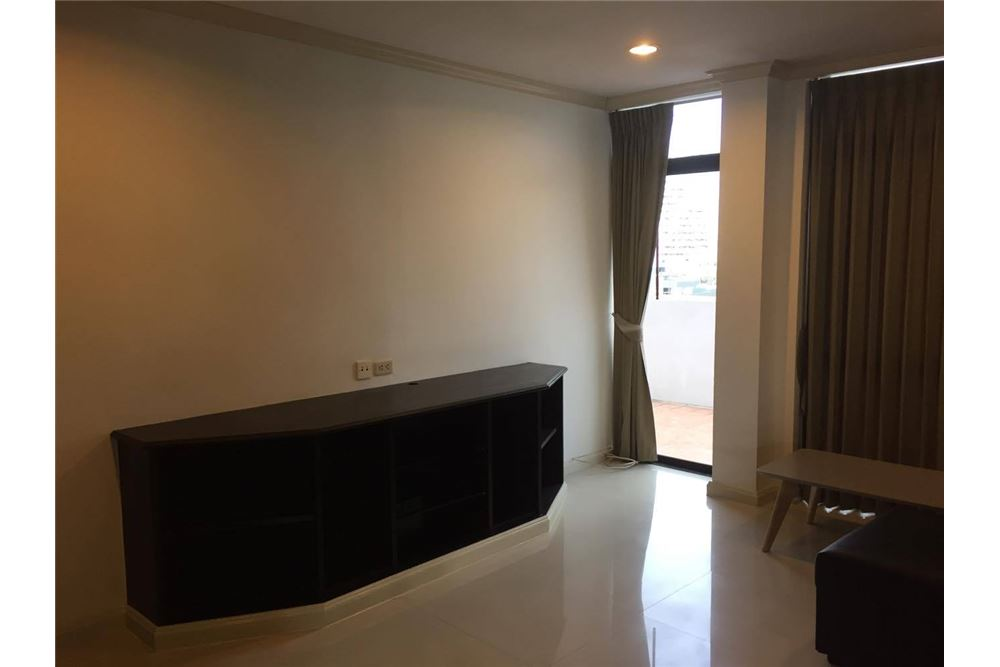 RE/MAX Executive Homes Agency's La Maison Ruamrudee / 2 Bedroom / For Rent 10
