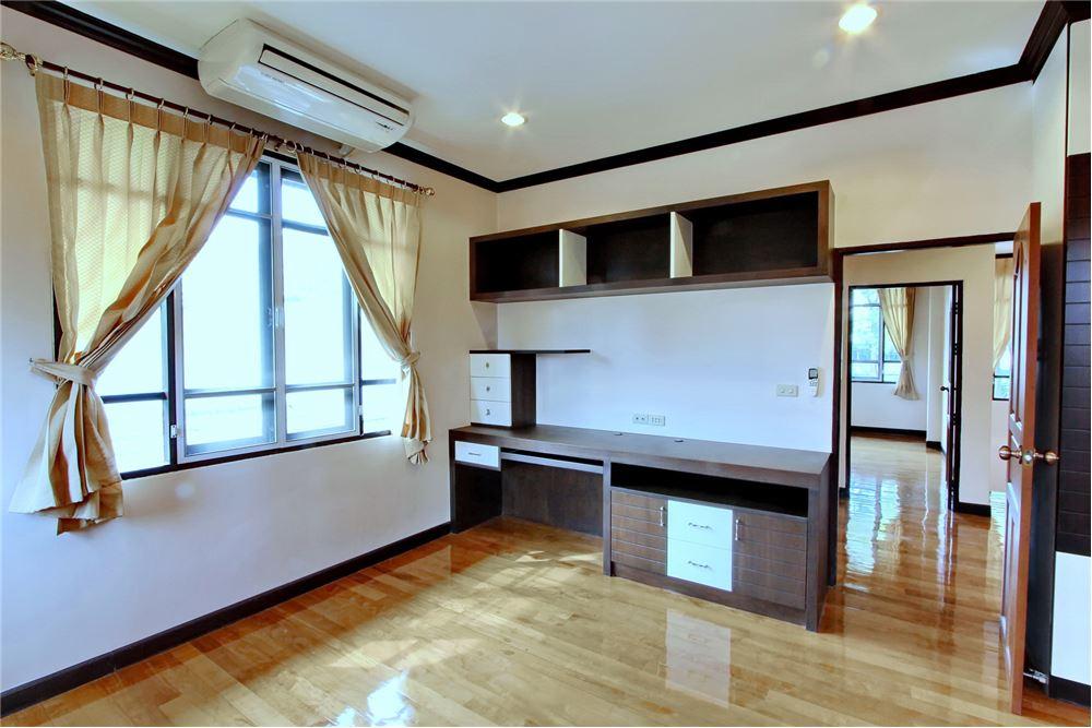 RE/MAX Executive Homes Agency's 4 bedroom house for rent near BTS Ekkamai 12