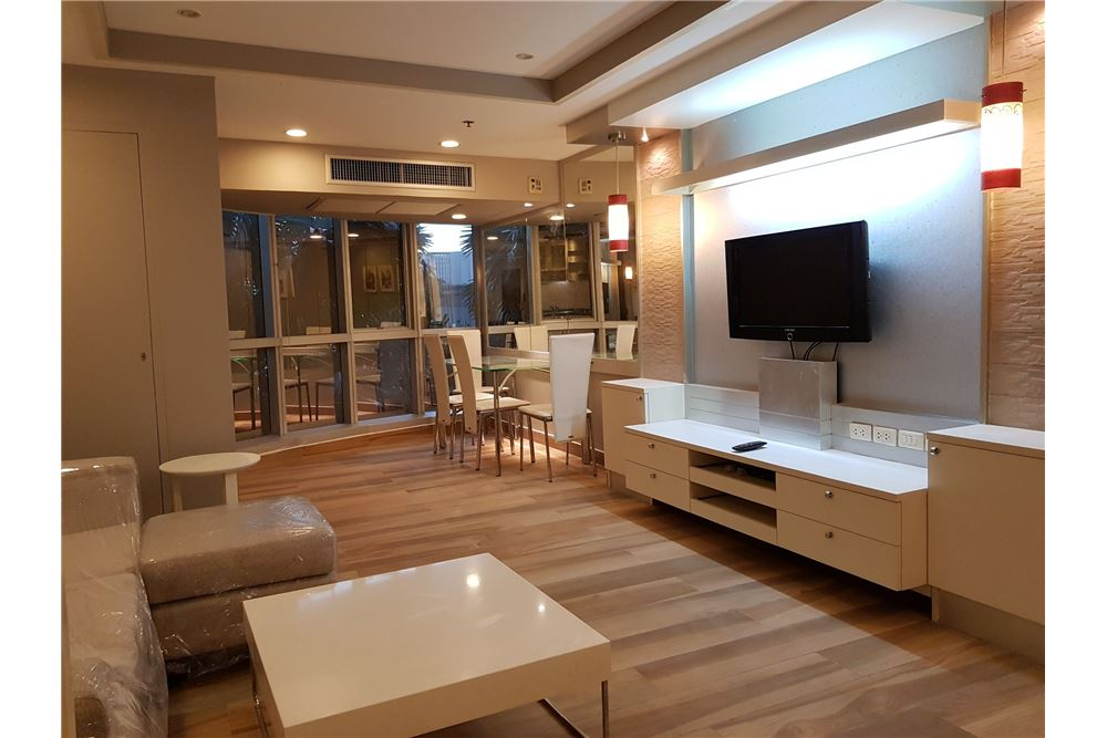 RE/MAX Executive Homes Agency's Newly Renovated 2 Bedroom for Rent Trendy Condo 1