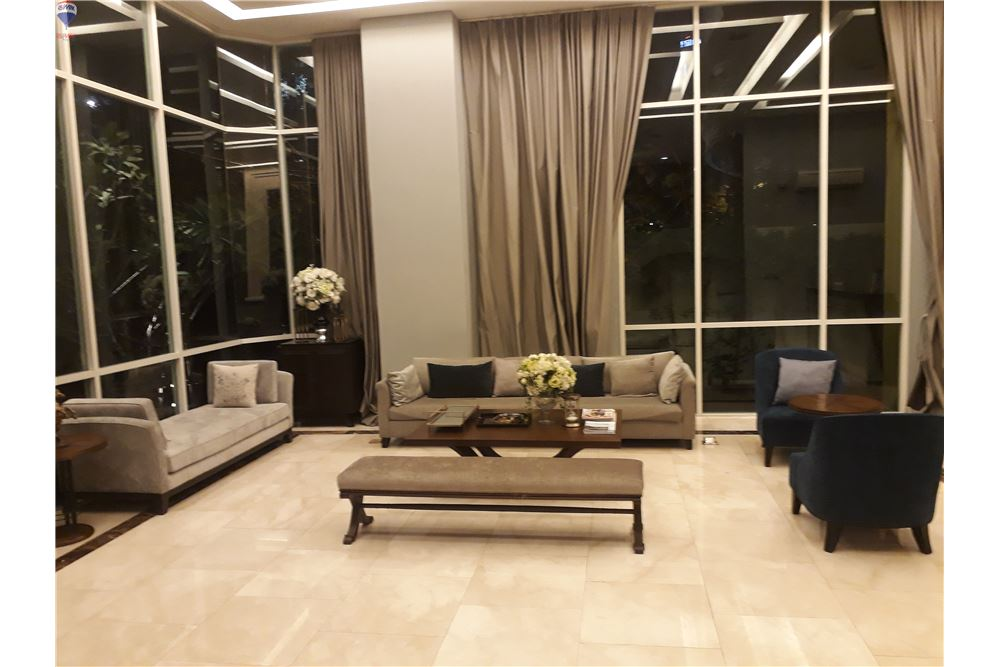 RE/MAX Properties Agency's FOR SALE THE CREST SUKHUMVIT 24 47 SQM 1 BED 2