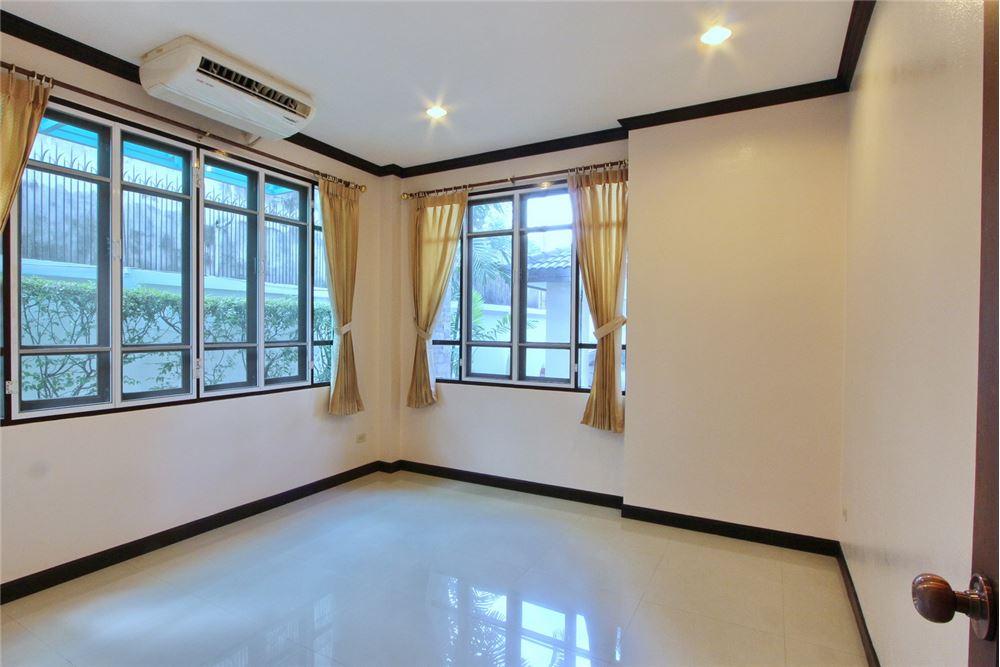 RE/MAX Executive Homes Agency's 4 bedroom house for rent near BTS Ekkamai 13