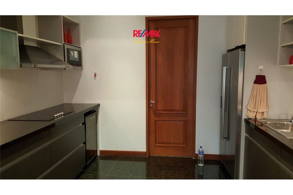 RE/MAX Executive Homes Agency's 2 BEDROOM WITH PRIVATE POOL FOR SALE LE RAFFINE 39 9