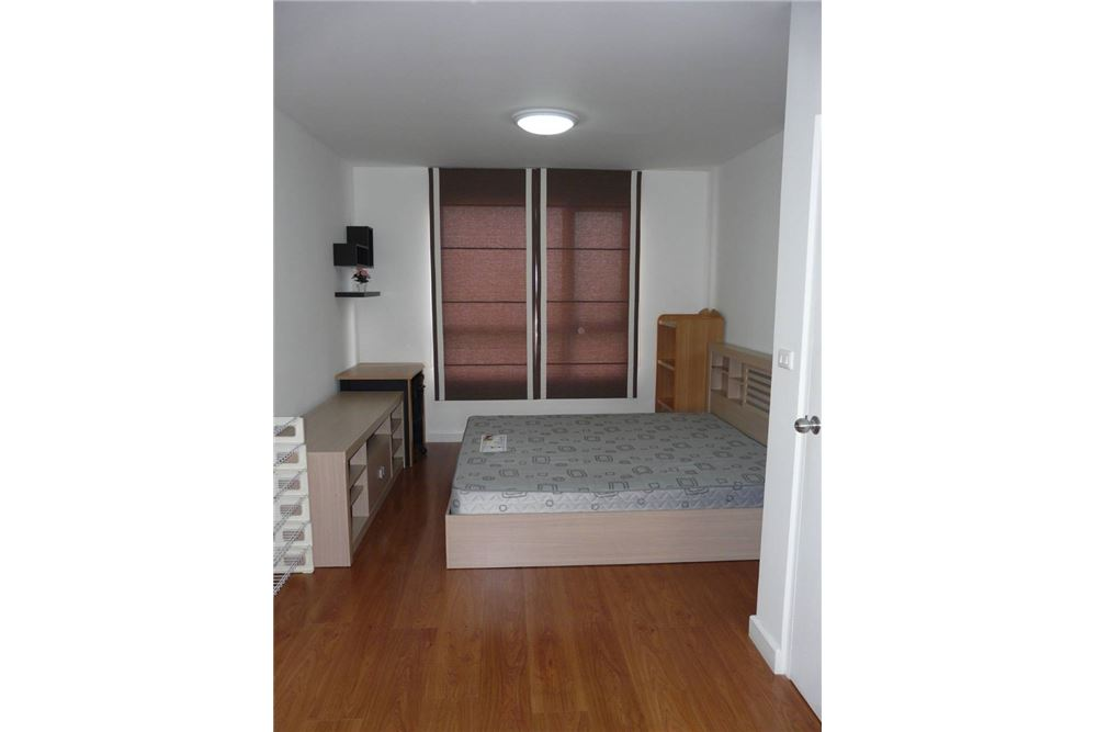 RE/MAX Executive Homes Agency's Spacious 1 Bedroom for Sale Condo One x 26 3
