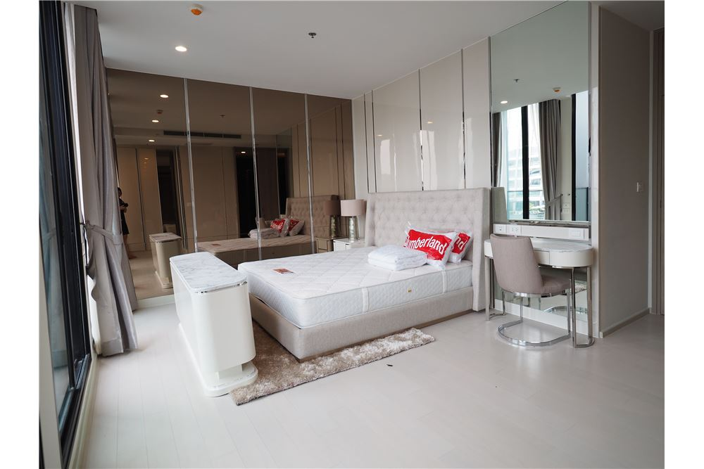 RE/MAX Executive Homes Agency's Spacious 2 Bedroom for Rent Noble Phloenchit 6