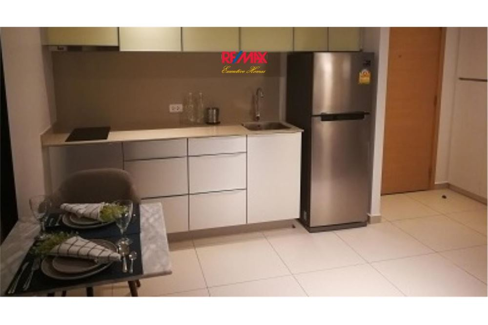 RE/MAX Executive Homes Agency's Spacious 1 Bedroom for Rent The Lofts Ekkamai 4