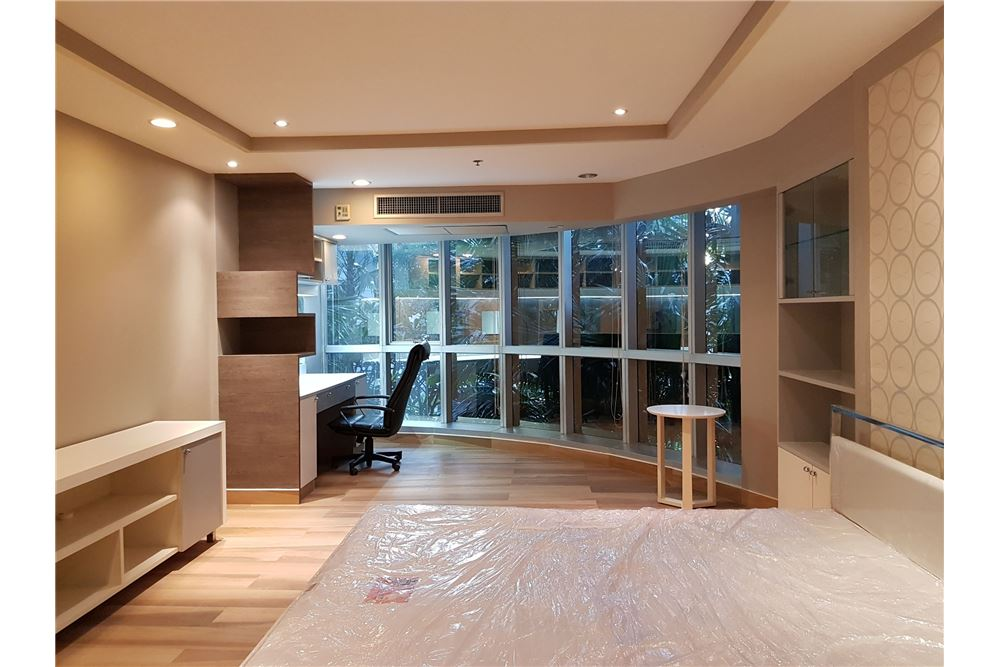 RE/MAX Executive Homes Agency's Newly Renovated 2 Bedroom for Rent Trendy Condo 4