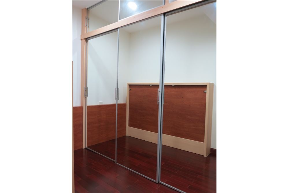 RE/MAX Executive Homes Agency's Nice 2 Bedroom for Sale Baan Rajprasong 3