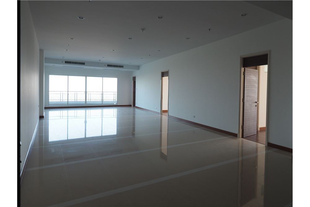 RE/MAX Properties Agency's awesome penthouse Supalai Prima Riva 2