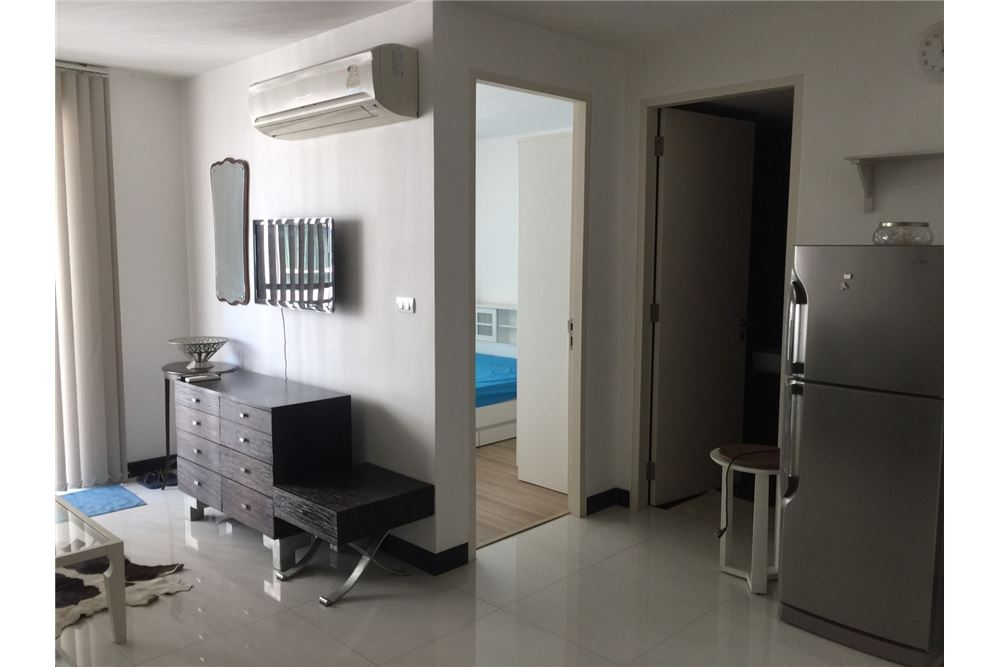 RE/MAX Executive Homes Agency's 1Bedroom For Sale VOQUE16, Fully furnished, Sukhumvit 16, BTS Asoke, MRT Sukhumvit(Swimming Pool view) 4
