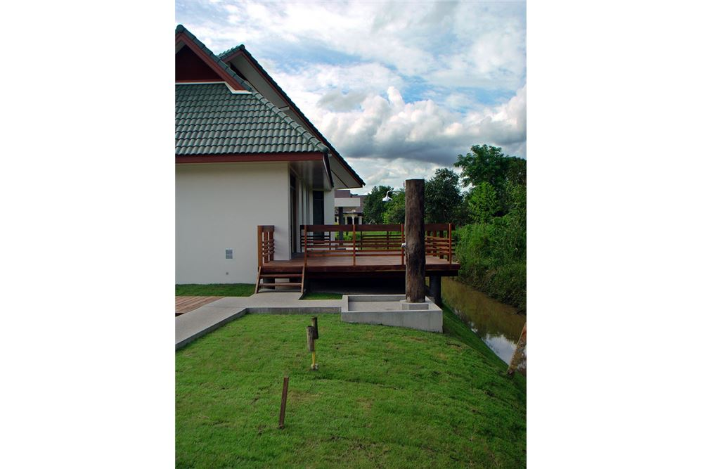 "RE/MAX Executive Homes Agency's ""Dok Bua"" 11.59 M in Baan Melanie plot G-7 27"