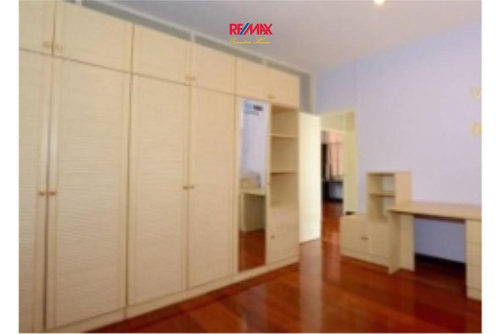 RE/MAX Executive Homes Agency's Nice 2 Bedroom House for Sale near BTS Ekamai 5