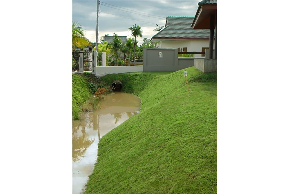"RE/MAX Executive Homes Agency's ""Dok Bua"" 11.59 M in Baan Melanie plot G-7 36"