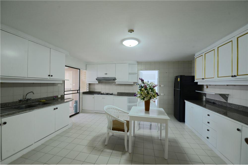 RE/MAX Executive Homes Agency's Condominium for rent - Ekkamai 12 19