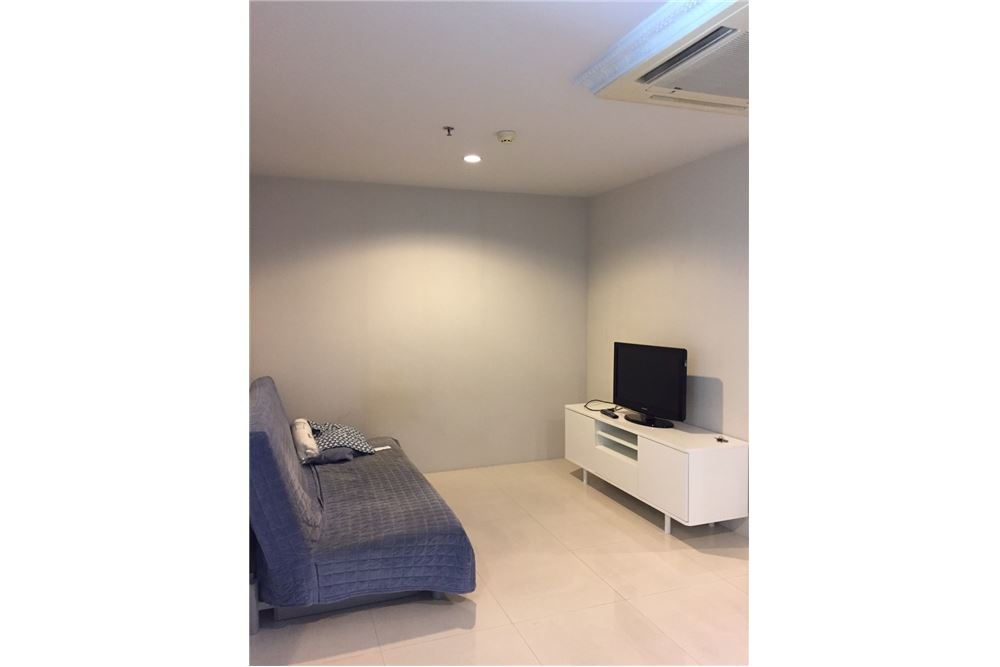 RE/MAX Executive Homes Agency's Spacious 1 Bedroom for Rent Sukhumvit Living Town 1