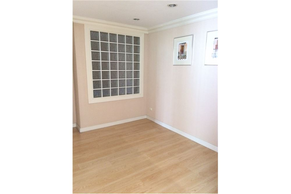 RE/MAX Properties Agency's New Renovated 2 bed for sale 8.5 MB. 120 sq.m., 11