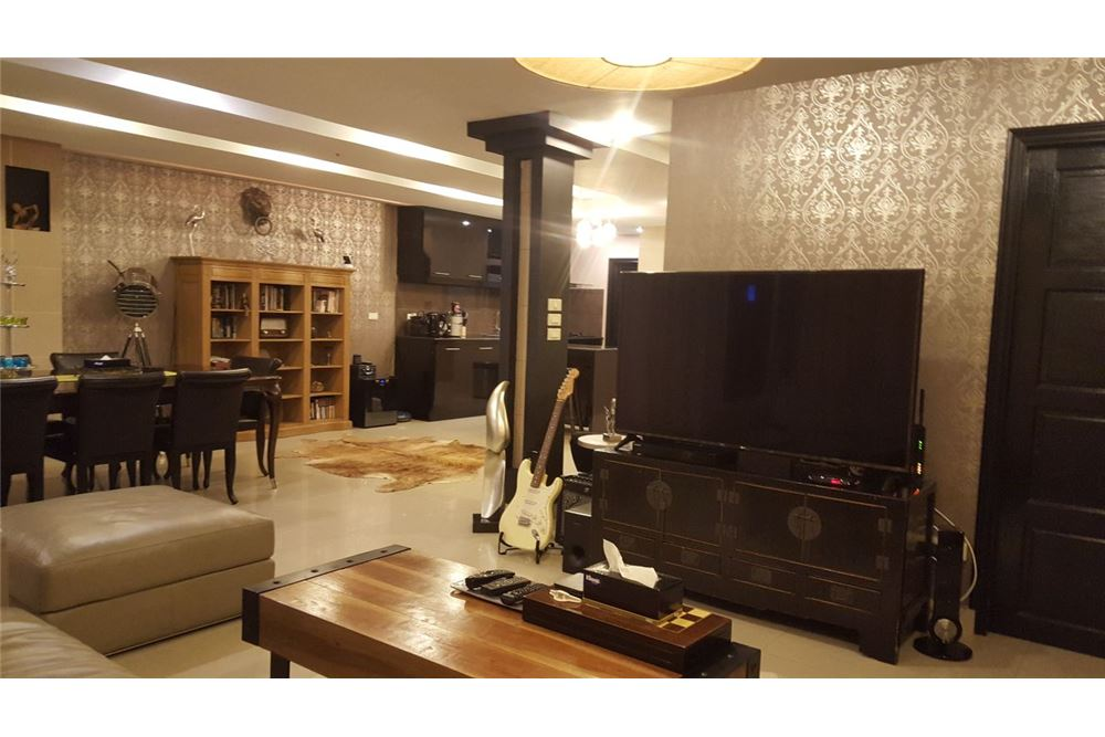 RE/MAX Executive Homes Agency's Spacious 2 Bedroom for Rent Baan Prompong 11