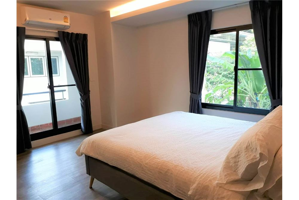 RE/MAX Executive Homes Agency's Apartment 3+1 Beds For Rent in Phromphong 6