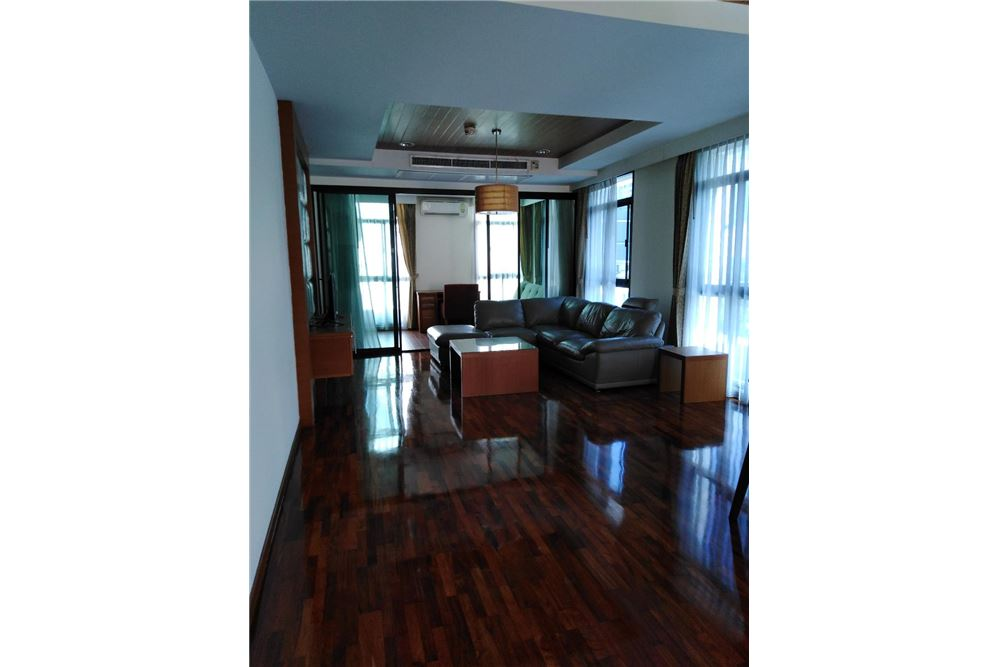 RE/MAX Executive Homes Agency's Spacious 2 Bedroom for Rent Kurecha Thonglor 1